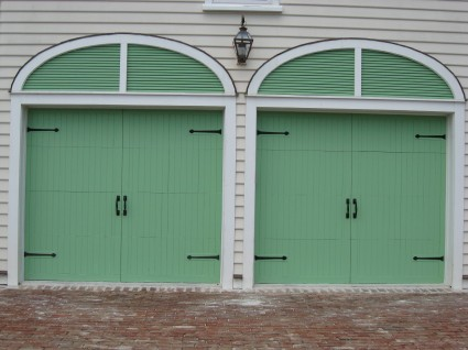 Double Garage Door with Square Handles and Aspen Hinge Fronts