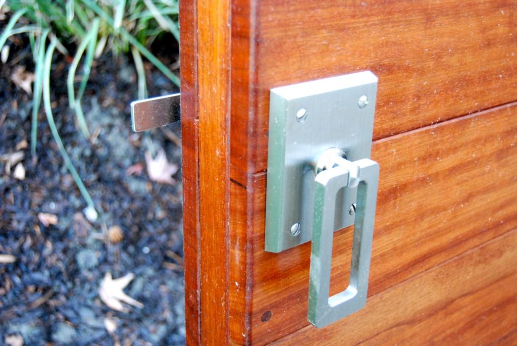 Elise stainless ring latch on Mangaris gate