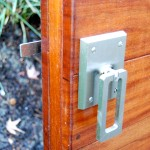 Elise stainless ring latch on Mangaris gate