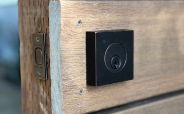 Single_cylinder_deadbolt_for_thick_gates_and_doors