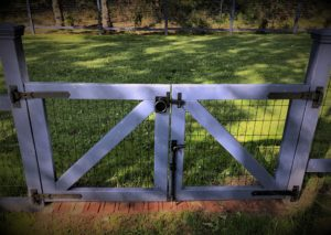 Contemporary Ring Gate Latch with Stainless Steel Cane Bolt and Heavy-Duty Cranked Band Strap Hinges 360 Yardware